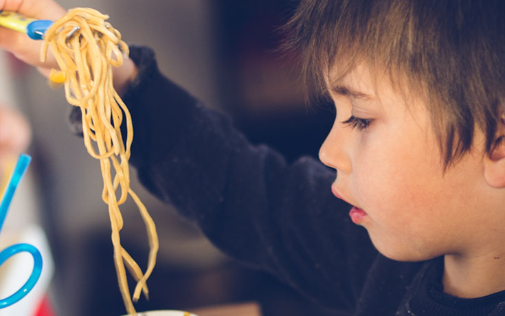 kid-with-noodles